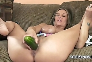 Busty cougar Leeanna Constituent masturbates with a cucumber