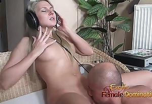 Headphones girl having her pussy fucked while she enjoys loud music