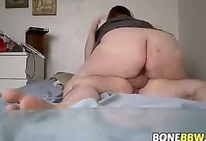 BBW coupld play on their bed