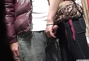 Voyeur musts a fastener take a crack at oral in a sex shop