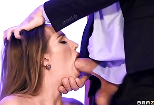 Hawt wife in latibulize chatelaine blows hubby in the office