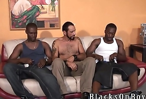 Bearded muscular white gay stud gets nailed unconnected with black thugs